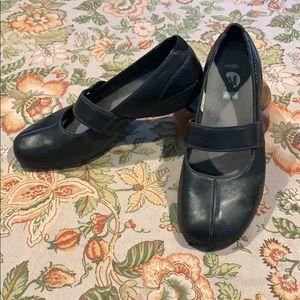 "MERRELL size 10 ""Brio"" black slip on shoes"